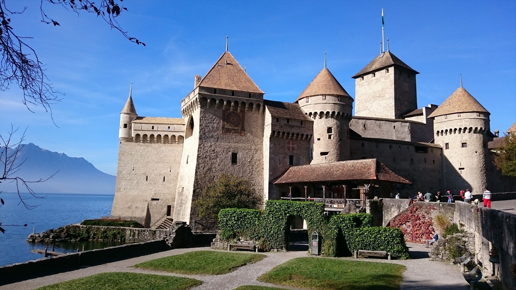 Chateau de Chillon: A Fairytale Castle with a Darker History - Peak Transfer